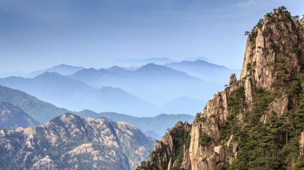 中國 安徽 黃山|天下第一奇山 5大遊玩路線攻略 中國 安徽 黃山 shutterstock 139707376 1