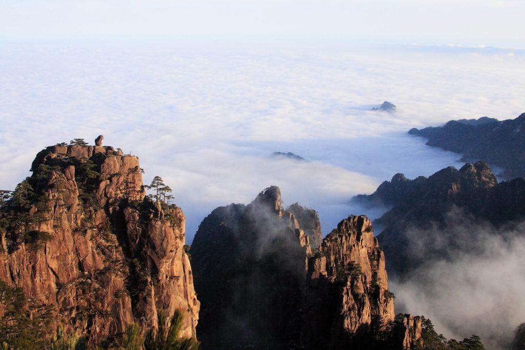 中國 安徽 黃山|天下第一奇山 5大遊玩路線攻略 中國 安徽 黃山 shutterstock 92534815