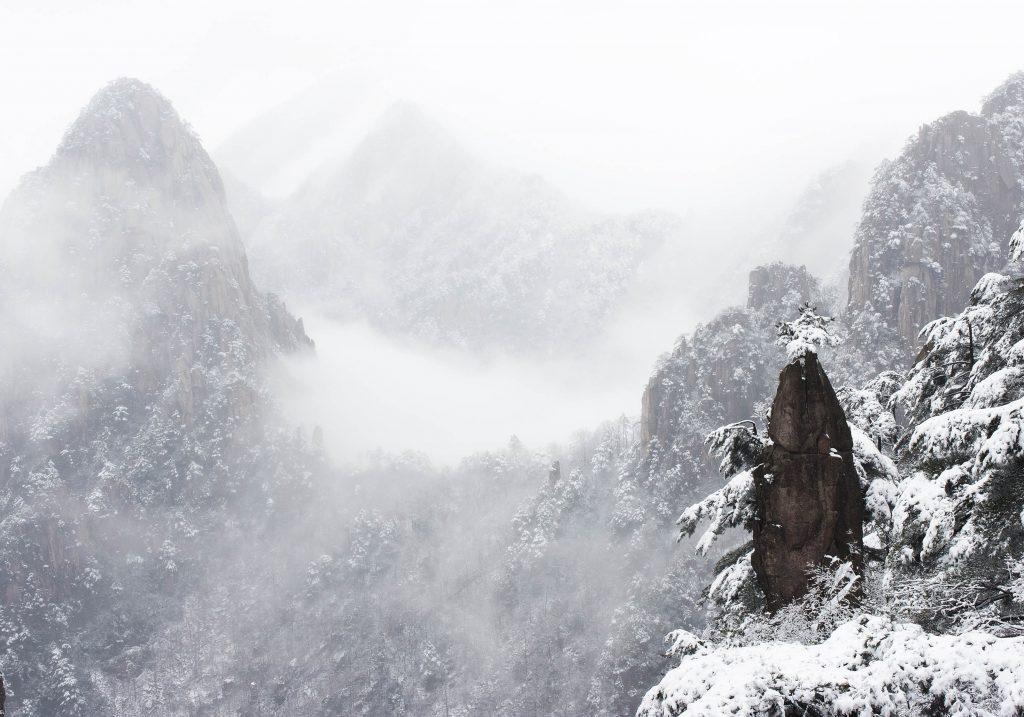 中國 安徽 黃山|天下第一奇山 5大遊玩路線攻略 中國 安徽 黃山 shutterstock 93291499