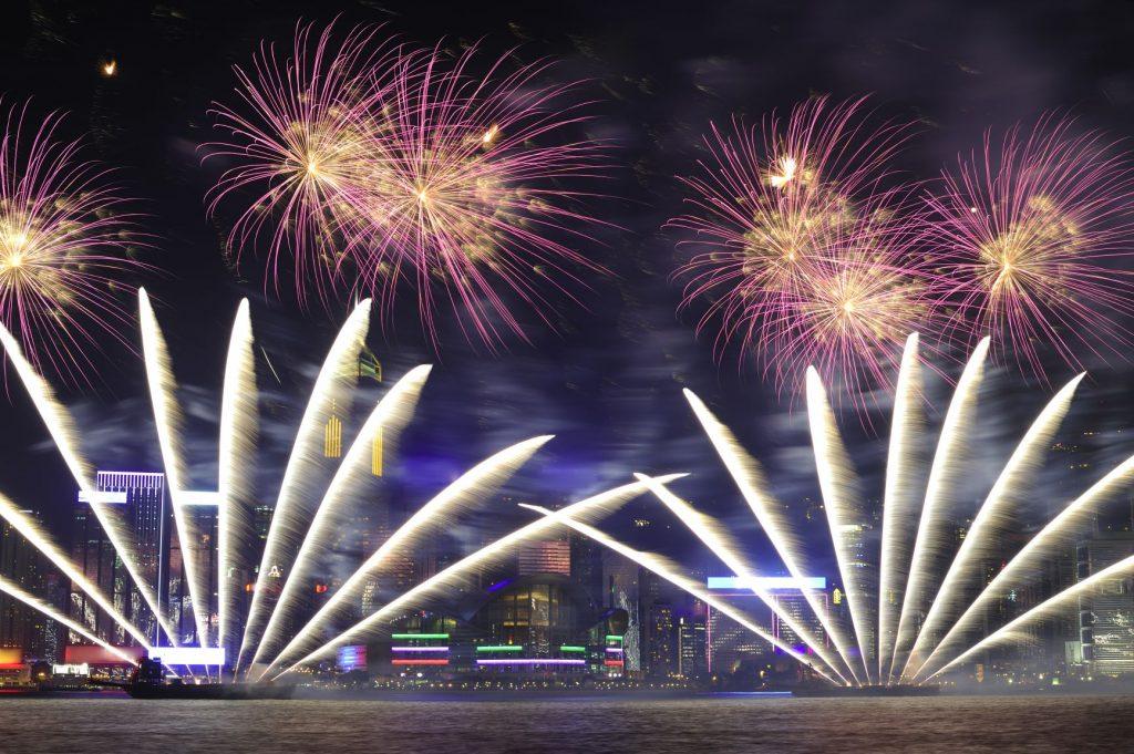 中國 港澳|沒去過這8大景點,就不算去過香港、澳門! 中國 港澳 香港 維多利亞港victoria harbour 燈光秀