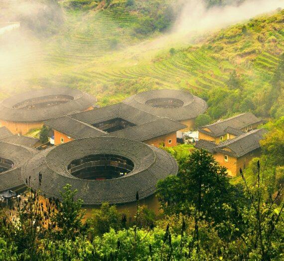 【福建土樓】世界第1奇樓,上天掉落的巨大甜甜圈建築!又被稱為「四菜一湯」!