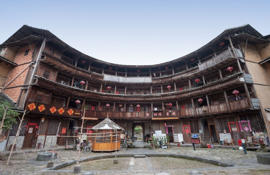 【福建土樓】世界第1奇樓,上天掉落的巨大甜甜圈建築!又被稱為「四菜一湯」! 中國 福建土樓Fujian Tulou 9