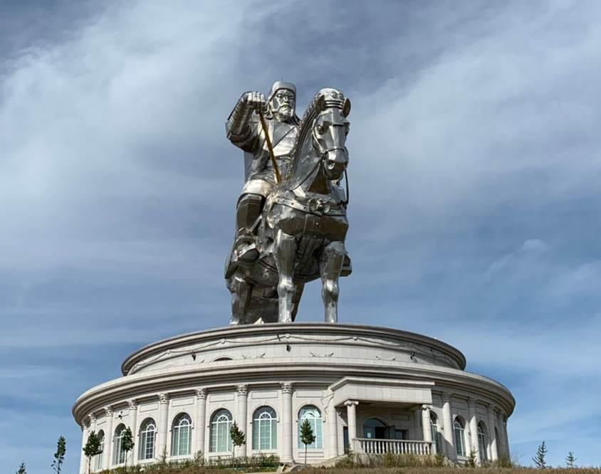 走吧壯遊去!山和雲的彼端 - 蒙古旅遊懶人包 蒙古成吉思汗雕像 1