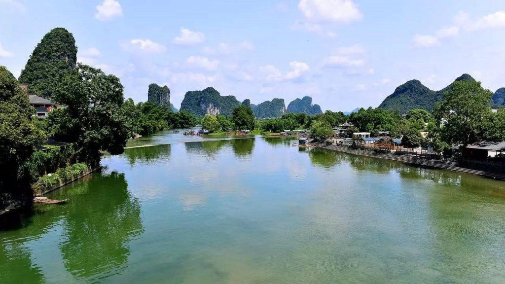 中國 桂林 遇龍河漂流|體驗師傅撐杆竹筏親近山水