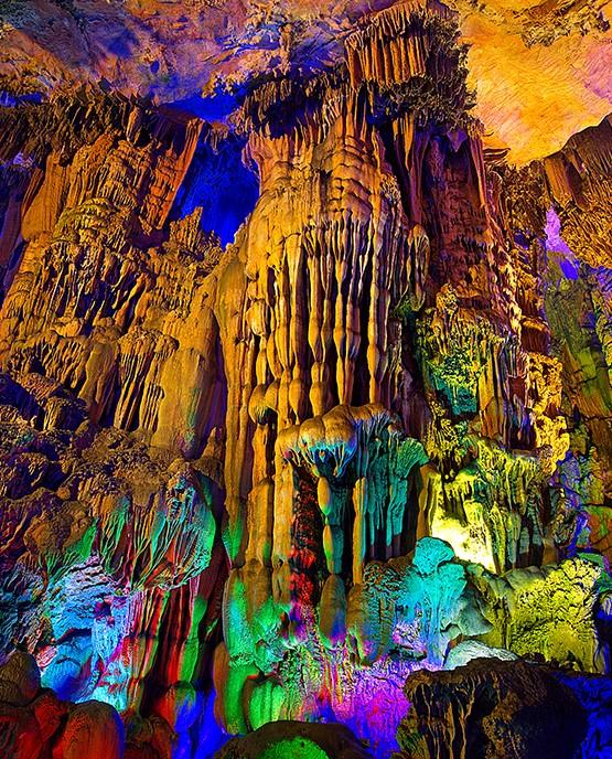 中國 桂林 銀子岩|洞內鐘乳石宛如銀河