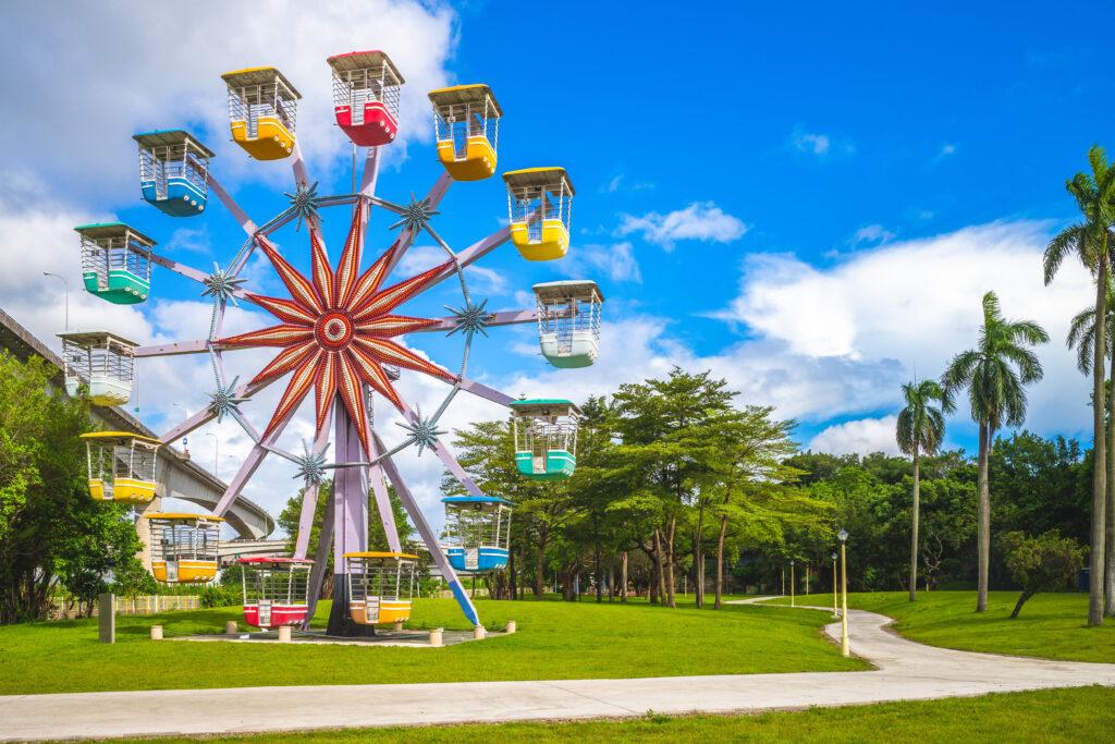 2021自行車旅遊年|盤點全台最美的5條自行車道 台北 兒童新樂園shutterstock 1488939956