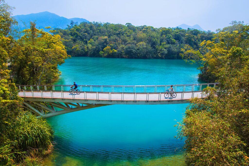 2021自行車旅遊年|盤點全台最美的5條自行車道 台灣 南投 日月潭 shutterstock 1798517980