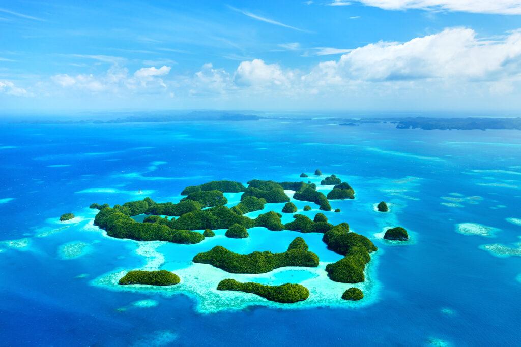 帛琉泡泡旅遊|必去5大景點 · 世界級潛點推薦 太平洋島嶼 帛琉 shutterstock 259403567 1 1