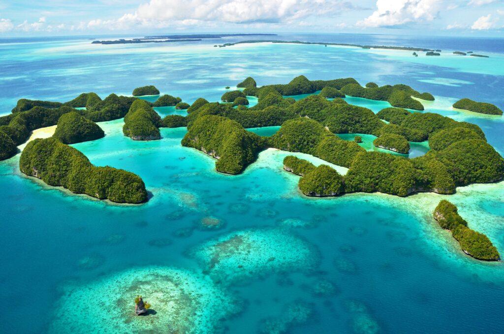 帛琉泡泡旅遊|必去5大景點 · 世界級潛點推薦 帛琉 洛克群島 七十島 shutterstock 158056682