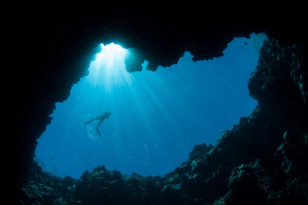 帛琉泡泡旅遊|必去5大景點 · 世界級潛點推薦 iStock 518387348