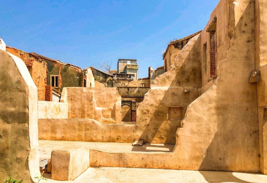 2021金門爆紅打卡景點!粉紅湖、藍色碉堡、沙美摩洛哥、漢服換裝、復古街道超好拍 金門三天兩夜美食景點全攻略 沙美老街