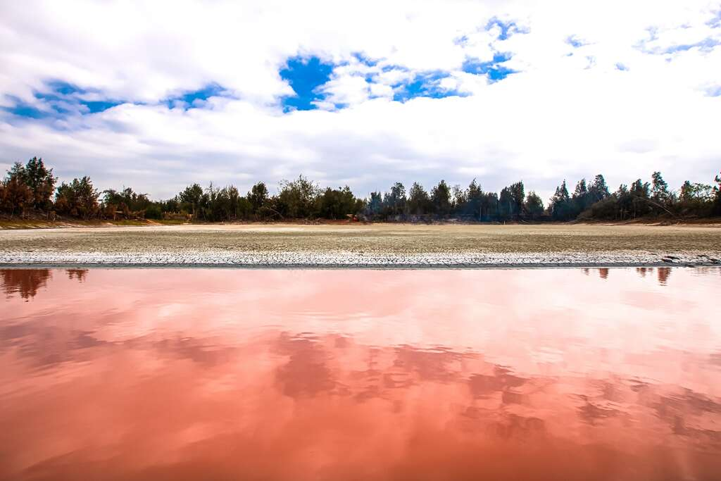 2021金門爆紅打卡景點!粉紅湖、藍色碉堡、沙美摩洛哥、漢服換裝、復古街道超好拍 金門三天兩夜美食景點全攻略 粉紅湖