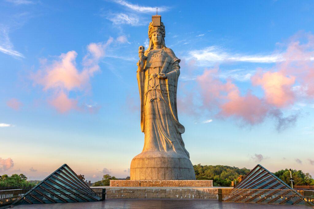 台灣馬祖 追藍眼淚、巨神像、八八坑道、大坵島梅花鹿、芹壁聚落.三天兩夜行程懶人包 shutterstock 1819387949
