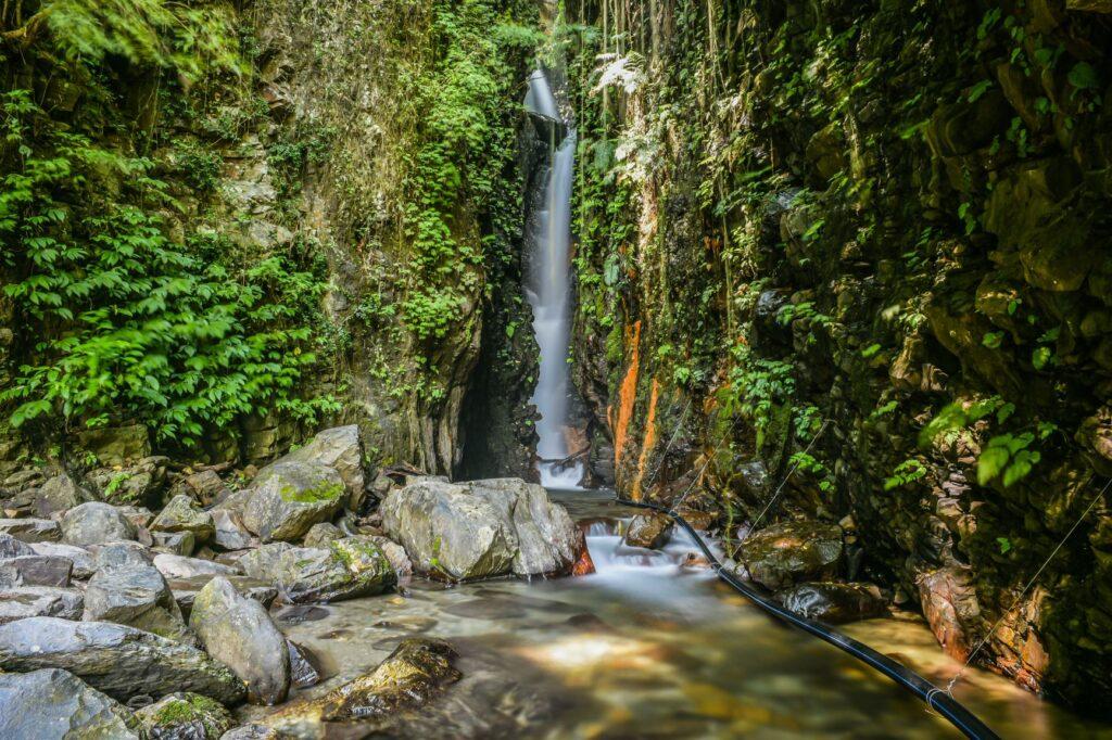 南投武界部落,必訪6大絕美仙境景點全收錄! 南投 武界部落 摩摩納爾瀑布