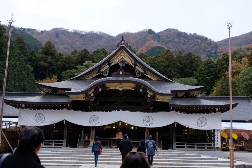 日本新潟 必玩10大景點,佐渡島吃喝玩樂全攻略! 日本新潟 彌彥神社