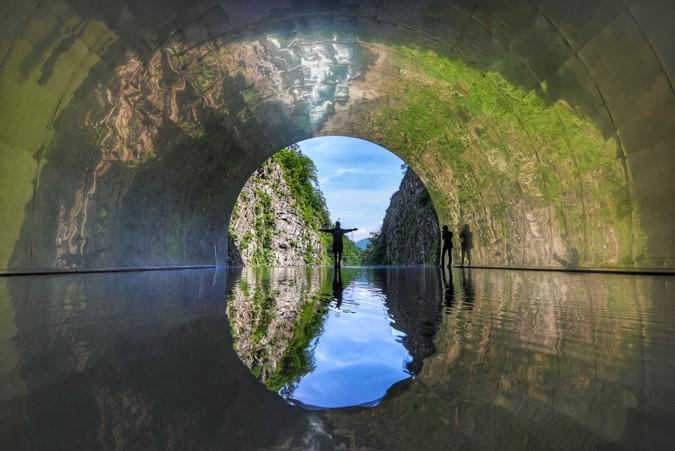 日本新潟 必玩10大景點,佐渡島吃喝玩樂全攻略! 日本新潟 清津隧道