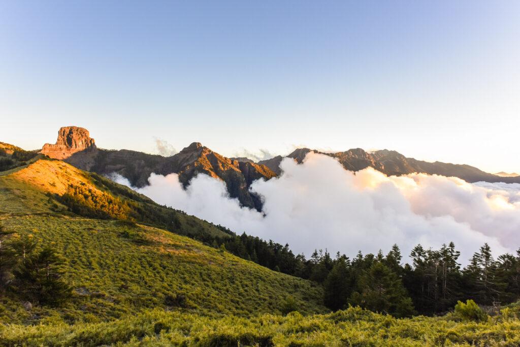 雪霸觀霧國家公園|雲的故鄉,野馬瞰山森林步道如同仙境般的世外桃源 shutterstock 520364596